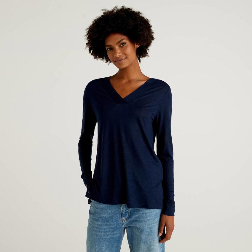T-shirt col en V en viscose et laine