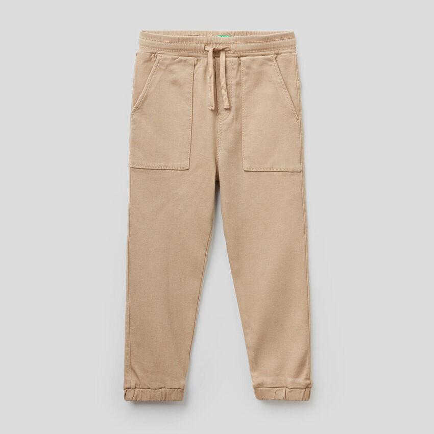 Pantalon maxi-poches et lien de serrage