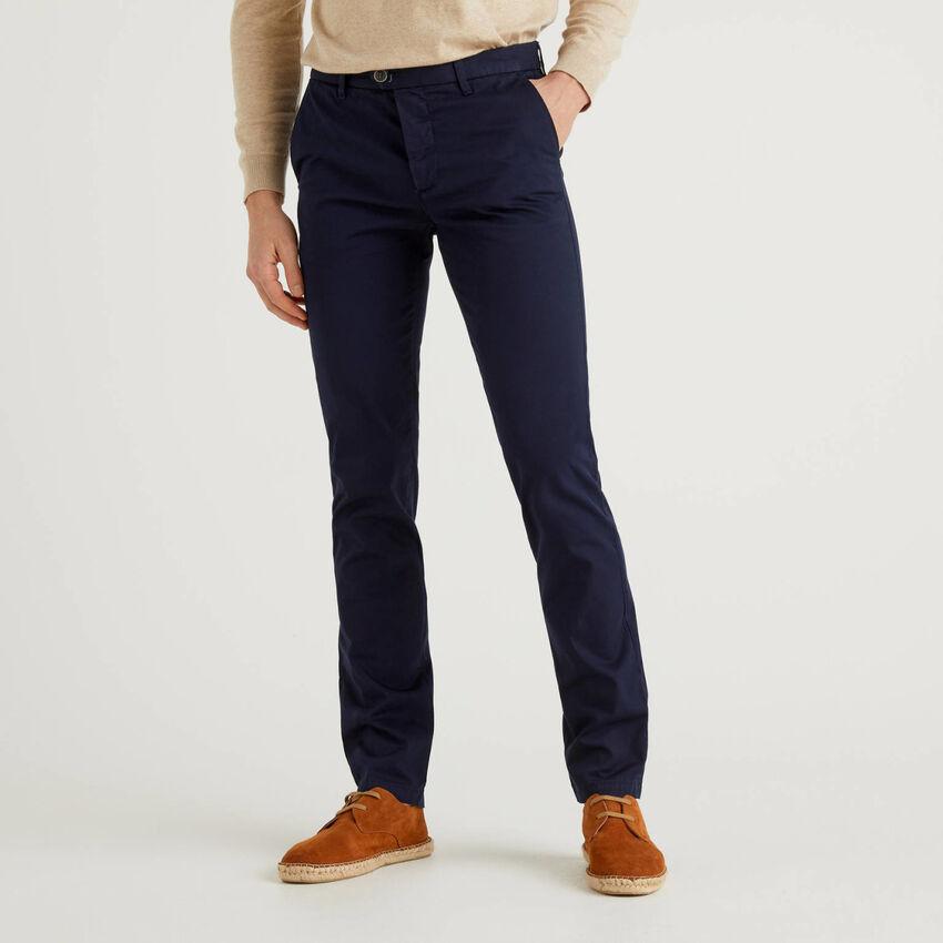 Chino coupe slim en coton bleu foncé
