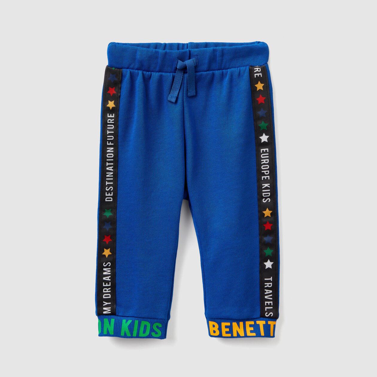 Pantalon en molleton avec inscriptions