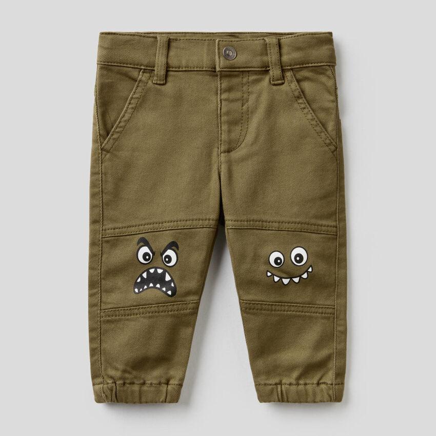 Pantalon avec personnages imprimés