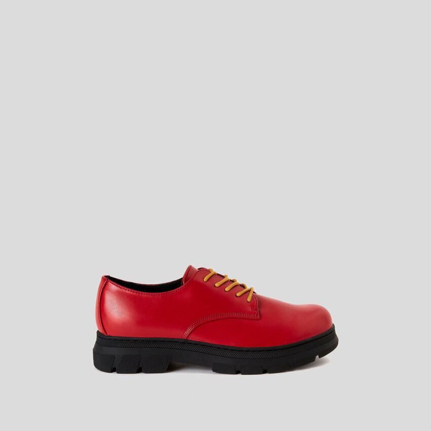 Chaussures derbys avec deux lacets
