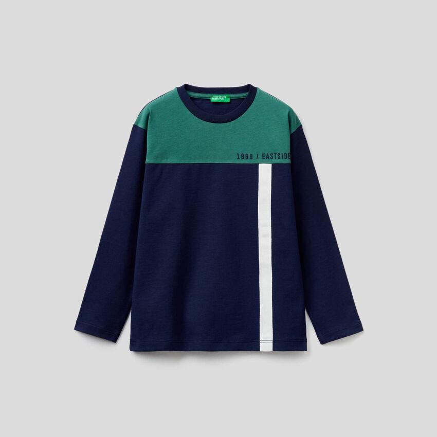 T-shirt bleu foncé color block