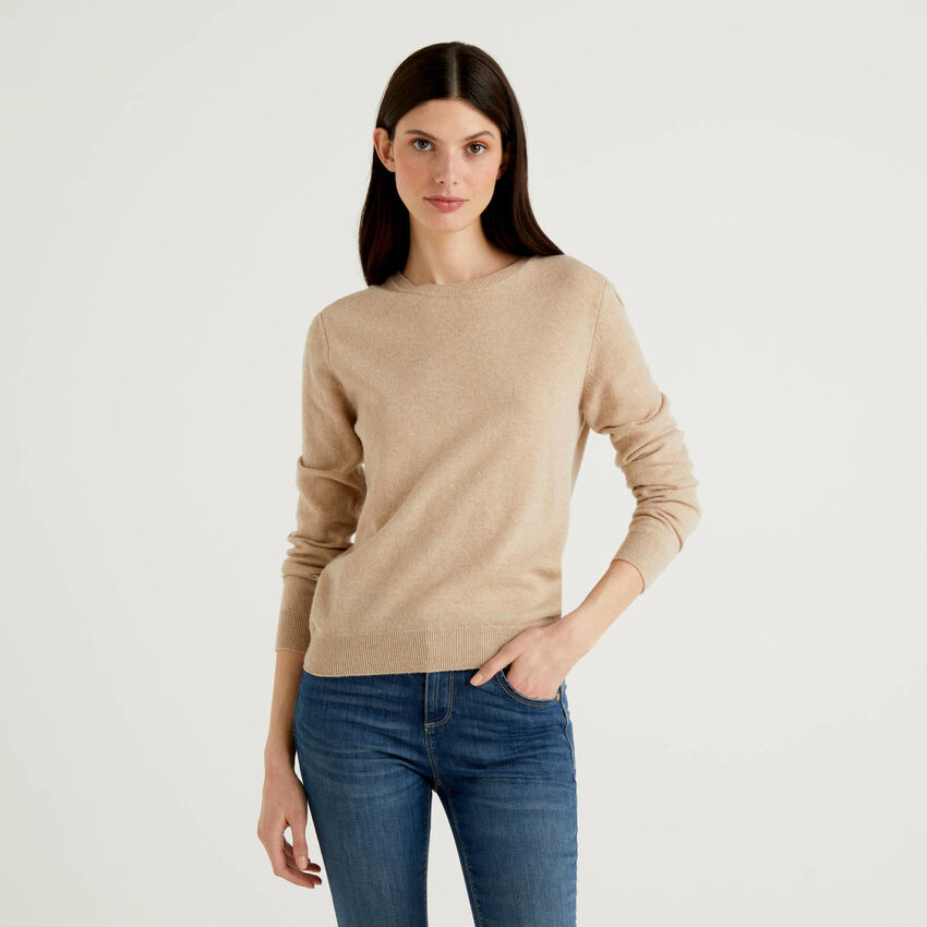 Pull beige col rond en pur laine vierge