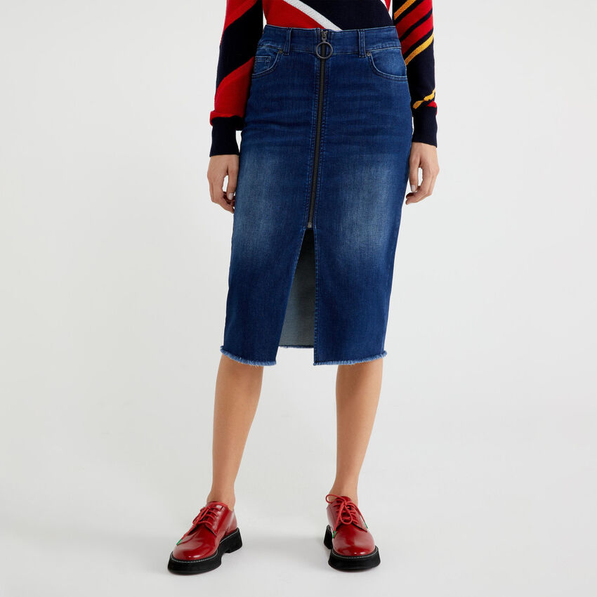 Jupe en jeans avec zip et fente